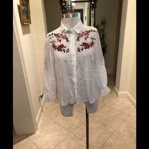 Tops - White detailed Blouse Floral Accents🌺 sz 10